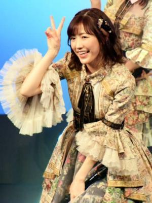 渡辺麻友、AKB48で貫き通したアイドル論語る「皆さまの人生に明るい一筋の光を」