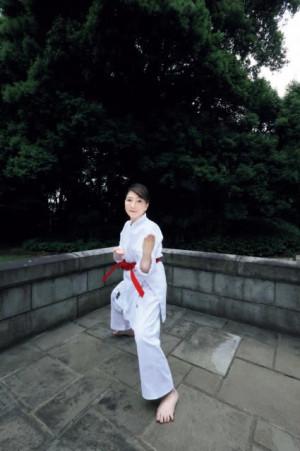 地方創生担当大臣・片山さつき氏、グラビアで空手着と和装姿を披露「日本の伝統文化を守るべし」