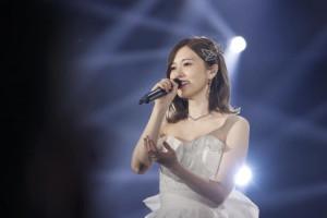 白石麻衣、純白ドレスで10分間の卒業スピーチ「乃木坂46でいられたことを誇りに」