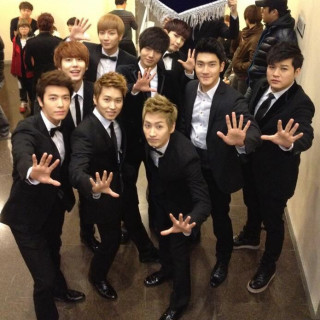 Super Junior (也)