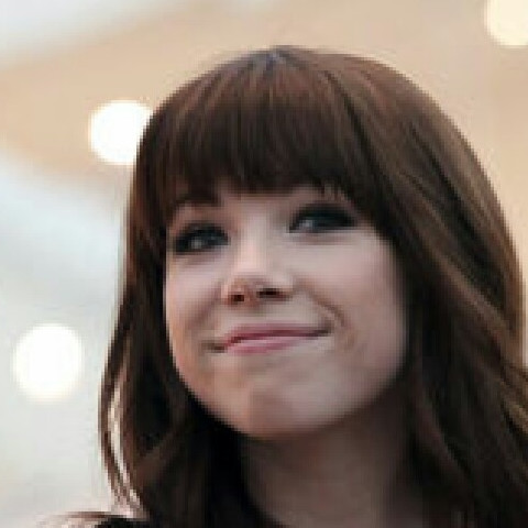 We love Carly rae Jepsen❤❤❤