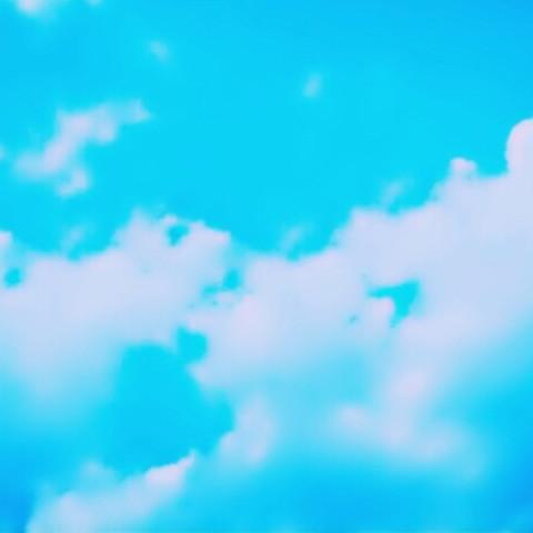 青 空 の 下 で
